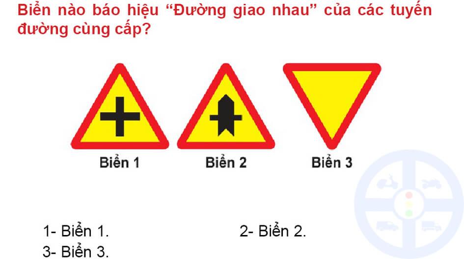 """Biển nào báo hiệu """"Đường giao nhau"""" của các tuyến đường cùng cấp?"""